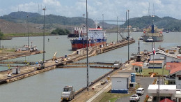 Ships entering and exiting the Canal at the Pacific