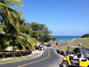 Road down to the main beach on Contadora